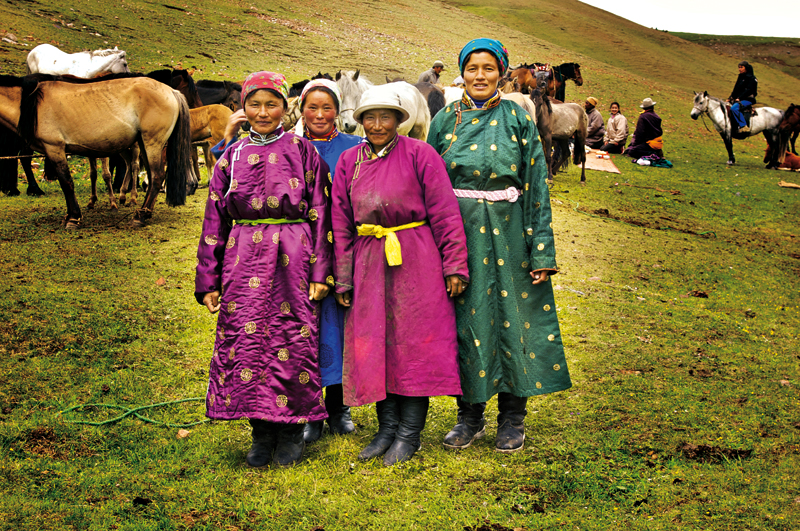 Mongolian woman in traditional clothing. Mongolia. Uvs Aimag. Mongolia